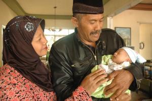 setiap doa, tetes air mata hanya untukku. ayah, ibu, semoga nanda bisa membalas budi baikmu.
